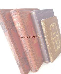 画像1: アンティーク洋書セット ディスプレイ  インテリア  撮影にも☆ 教会柄の古書他 型押し模様の古書4冊